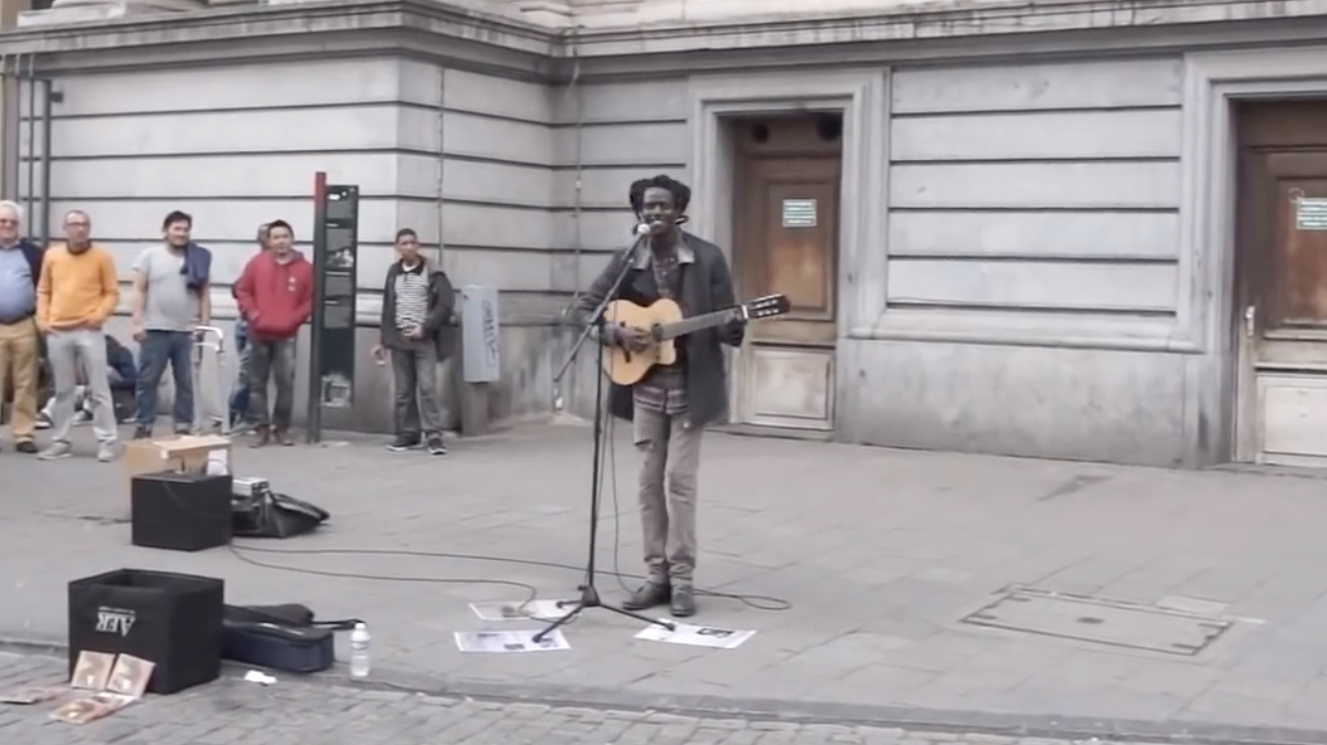 Don't Worry About a Thing – Street Performance Cover by Lampa Faly
